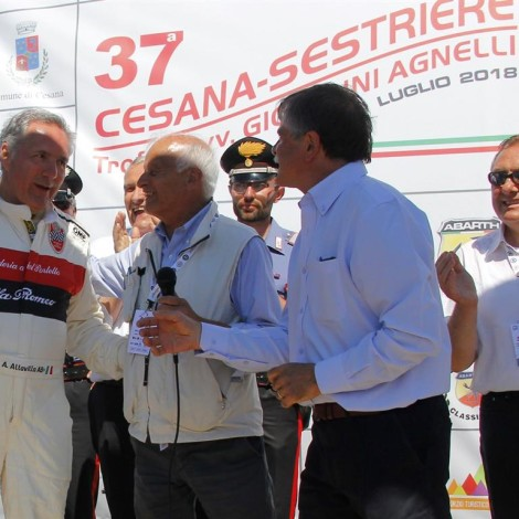 """Cesana-Sestriere 2018: Piergiorgio Re, President of ACI Torino, gives to Alfredo Altavilla the """"Trofeo ACI Torino"""" with Lorenzo Colomb, Mayor of Cesana Torinese, and Valter Marin, Mayor of Sestriere. Photo by: www.fotograficasestriere.com"""