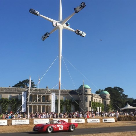 Goodwood Festival of Speed 2018: Marco Cajani a bordo dell'Alfa Romeo Tipo 33/2 Fléron sfreccia davanti alla Goodwood House.