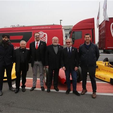 """Premiazione dei """"Campioni Alfa Romeo"""", 17 febbraio 2018, Arese - Museo Storico Alfa Romeo. Andrea Cajani, Marco Cajani, Roberto Maroni con Bruno Giacomelli, ex pilota di F1 Alfa Romeo, e altri ospiti dell'evento."""